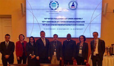 El presidente del Comité de Relaciones Exteriores de la gobernación de San Petersburgo, Evgeny Grigoriev, con los enviados de Maduro.