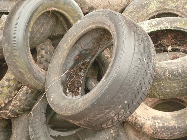 EGYPTE : des étudiants produisent du diesel à partir de pneus usés