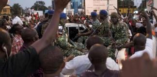 Gambie intervention militaire suspendue