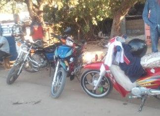 Policiers et conducteurs de Jakarta