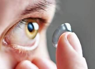 27 lentilles de contact dans l'oeil