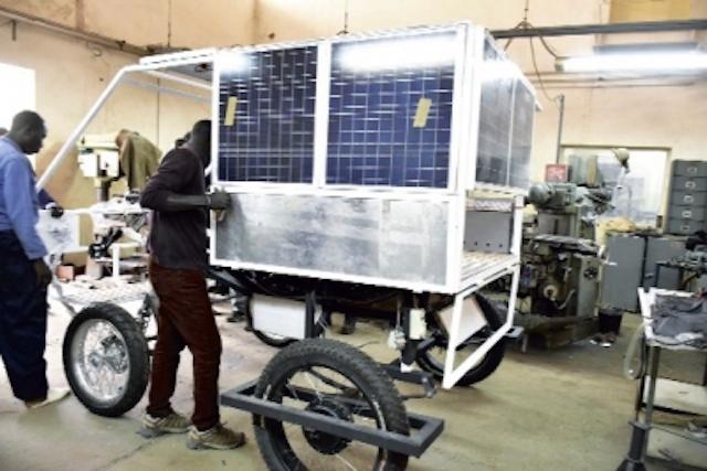 Une voiturette solaire fabriquée à l'Université de Dakar