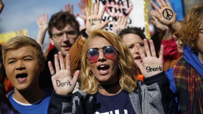 Les américains dans la rue contre les armes à feu