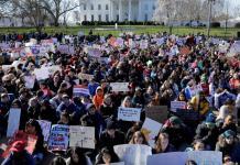 des lycéens marchent contre le lobby des armes aux Etats-Unis