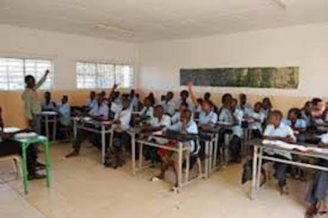 Les enseignants reprennent les cours