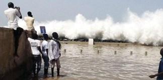 Houle dangereuse sur les côtes sénégalaises
