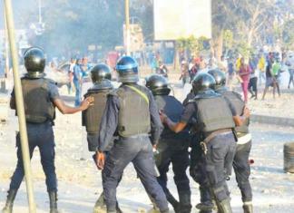 Le pouvoir et l'opposition dos-à-dos dans les violences et tensions politiques