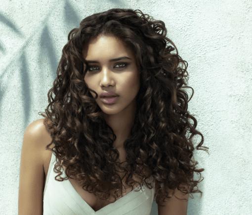 cheveux-bouclés-hydrates
