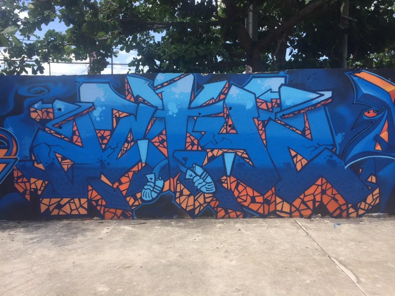 graffiti azul