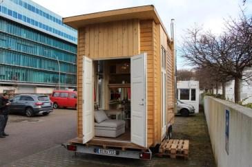 Das Tiny House steht derzeit vor dem Bauhaus-Archiv in Berlin (Foto: Frank Joung)