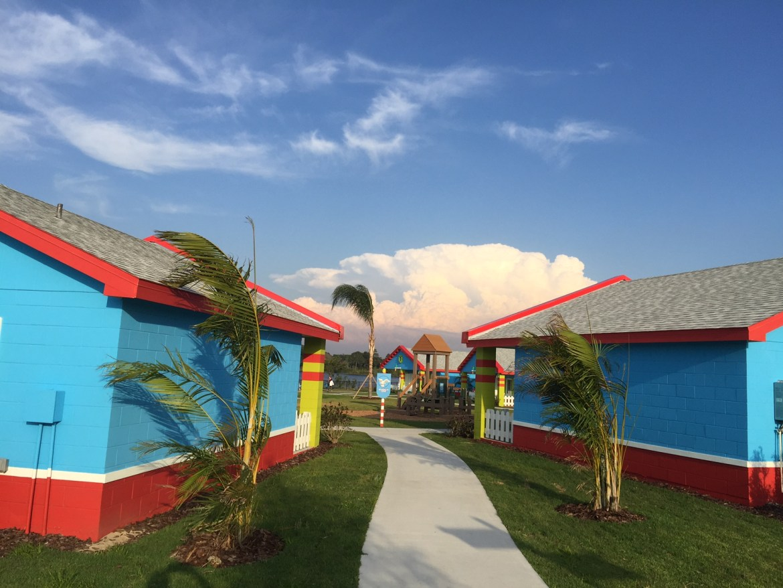 LEGOLAND Florida Beach Retreat hotel bungalow photos | Legoland Orlando hotel | acupful.com | Mandy Carter | bungalow rooms at the new LEGOLAND hotel | Beach Retreat | #LoveFl