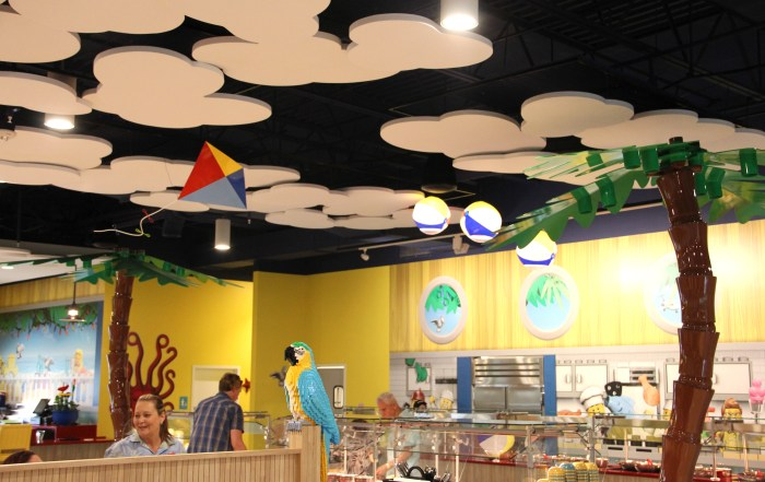 LEGOLAND Beach Retreat restaurant buffet | Legoland Florida hotel | #builtforkids | #brickbeach | Brick's Beach Bar