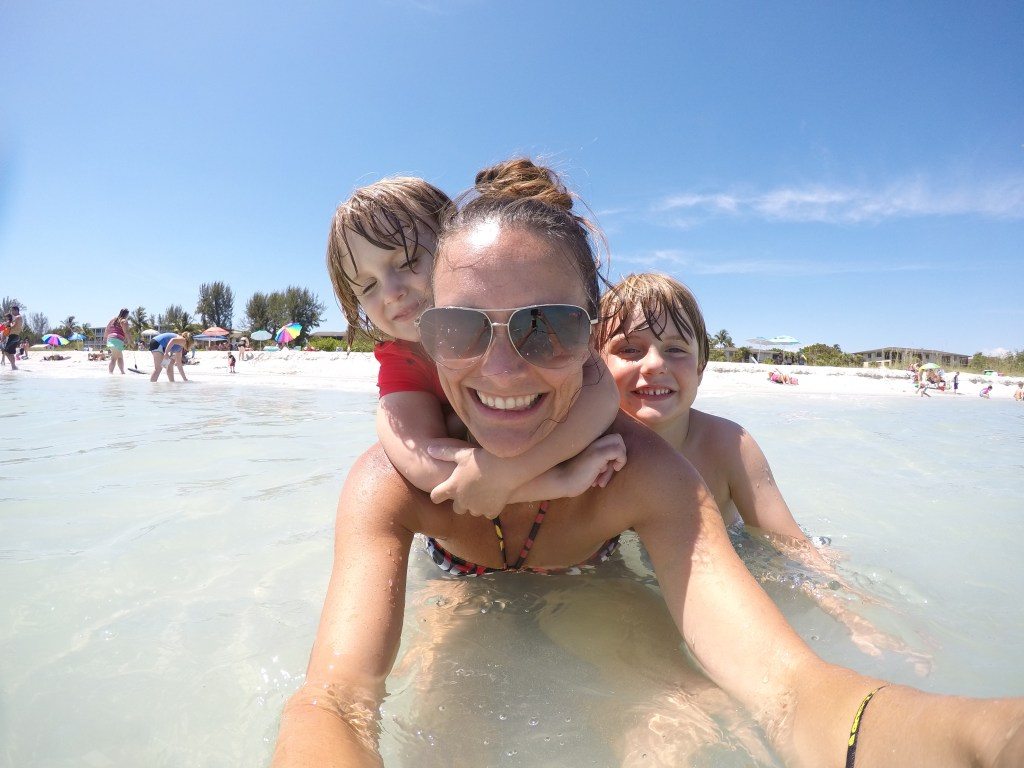 Single mom working from home | how to be a travel writer | location independent | acupful.com | Mandy Carter