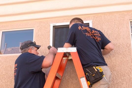Professional Guarda Installation Crew - A Cutting Edge Glass & Mirror