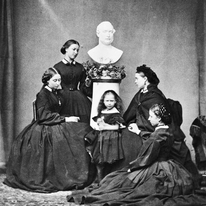 The five daughters of Prince Albert wore black dresses and posed for a portrait with his statue following his death in 1861.