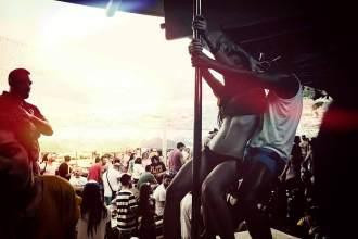 Auf den Strandpartys sind häufig auch prominente Gäste anzutreffen – die winden sich jedoch eher nicht an der Poledance-Stange.