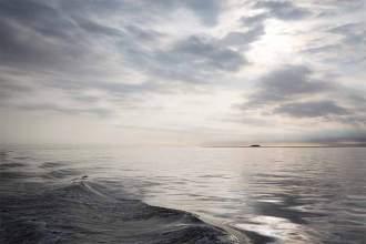 Meerchenhafte Schönheit: Mitten in der Nordsee, südwestlich von Pellworm, liegt die Hallig Süderoog. An ihrer längsten Stelle misst die kleinste ganzjährig bewohnte Hallig im Wattenmeer nur etwa einen Kilometer.