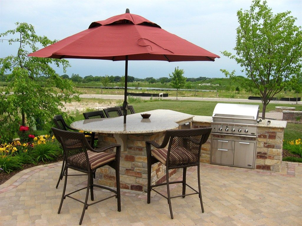 Outdoor Kitchen with apple landscaping