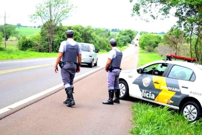 """Polícia Rodoviária intensifica fiscalização nas estradas com a """"Operação  Semana Santa"""" – Adamantina NET"""