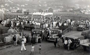 População chegando para a inauguração da Estação