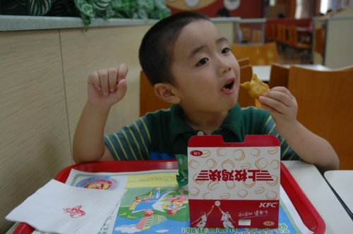 Happiness in a Chinese KFC, via Xiaolong at Sina.com
