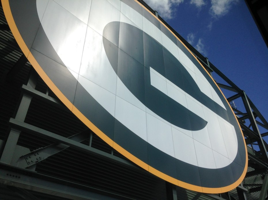 "Giant ""G"" logo on top of stadium"