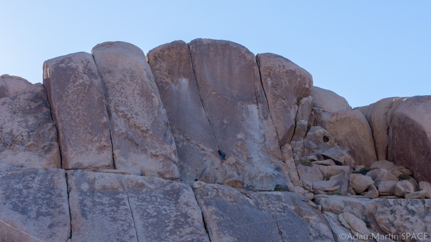 Joshua Tree - Rock climber on Split Rock Loop