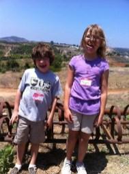 kids-at-farm