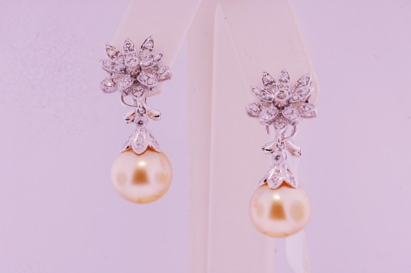a set of pearl earings 47