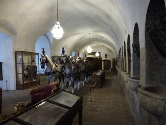 koniaren sedliaren statny hrad a zamok cesky krumlov cesko
