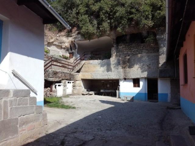 skalne obydlia brhlovce hont slovensko