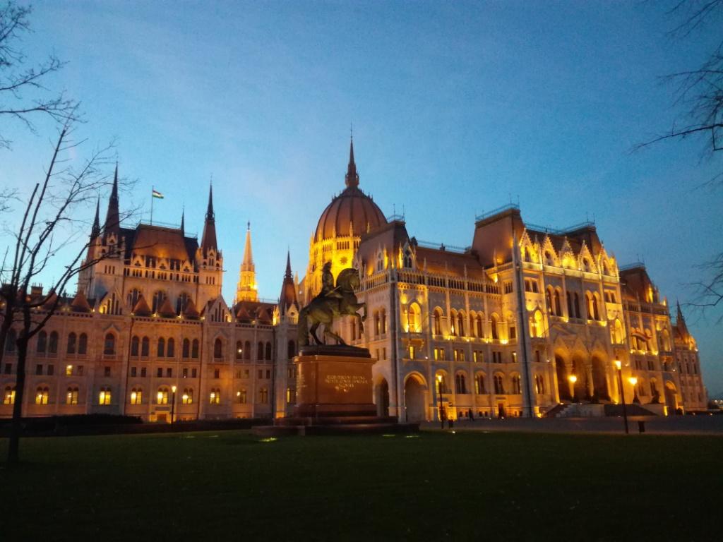 parlament budapest madarsko
