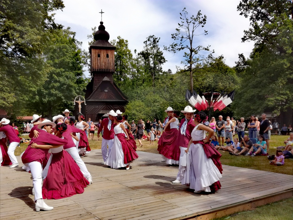 valasska dedina valasske muzeum v prirode roznov pod radhostem valassko cesko roznovske slavnosti 2019 monarca de mexico gueretaro
