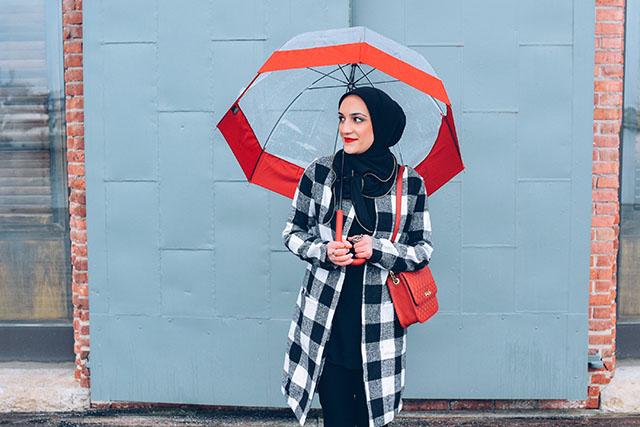 SheIn Coat-Banana Republic Sloan Pants-Vela-Red Hunter Boots-Hunter Umbrella-MAC Ruby Woo-Rainy Day Outfit-Red Wellies