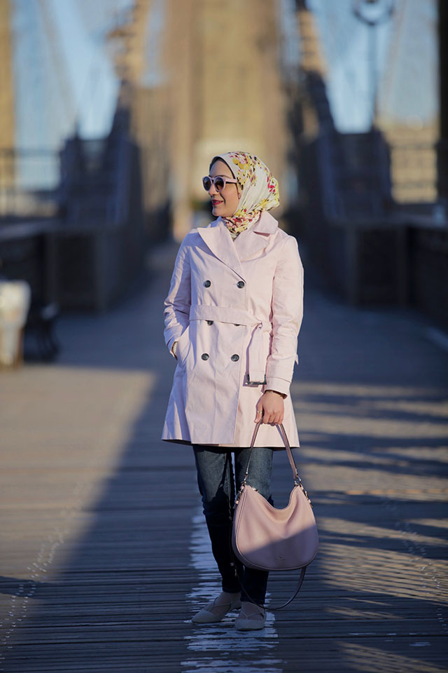 brooklyn bridge photos - pink trench coat - m. gemi flats - pink sunglasses - OOTD - fashion blogger NYC - Hijabi blogger - Haute Hijab Scarf - Kate Spade Pink Bag - J. Crew Denim