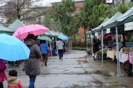 ตลาดวันฝนตก คนเลยน้อยเชีบว พ่อค้าแม่ค้านั่งเหงา / Water Garden organic Farmers Market, ไทเป ไต้หวัน