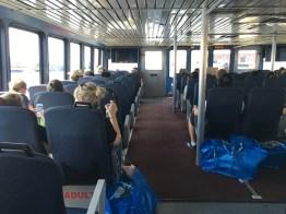 ในห้องโดยสารเรือ ทุกคนมีถุงไอเกียใบบะเลิ่มติดตัวกลับมาคนละใบ