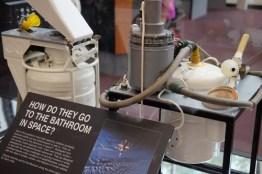 วิธีเข้าห้องน้ำของนักอวกาศ