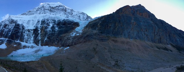Panoramic shot of the beautiful Mount Edith Cavell.