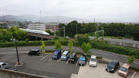 滋賀県のショッピングモールから新幹線が見える場所は?走行中の迫力が屋内からも分かってスゴイ!