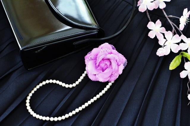 フォーマルバッグ黒の革製は必要?布製だけでいい?冠婚葬祭で使うならおすすめは?