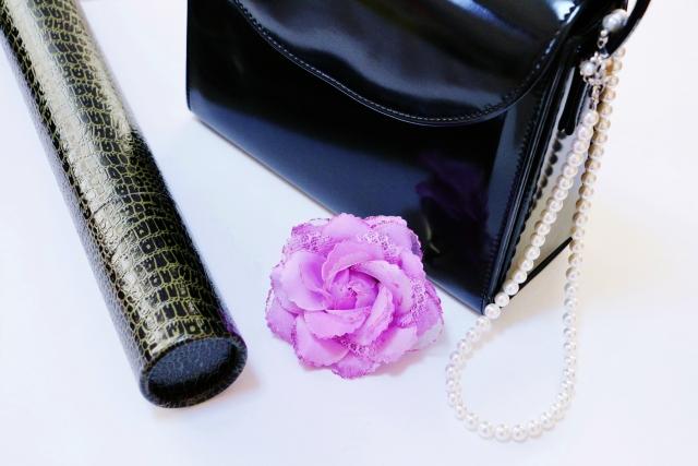 卒業式の母のバッグのブランドで黒色ならおすすめは?慶弔兼用するなら?
