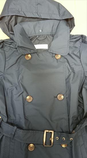 ビーミングbyビームスのトレンチレインコート紺色のトップス部分