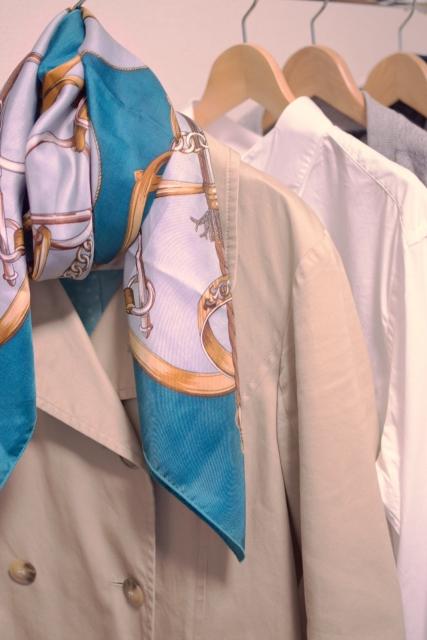 トレンチコート定番コーデやシンプルな着こなし方は?大人きれいめ合わせ方のコツ!