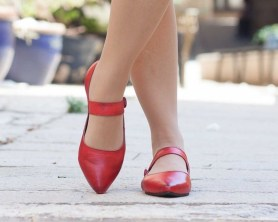 Classy Business Women Outfits Ideas With Flat Shoes09
