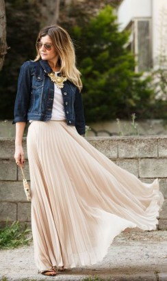 Cute Maxi Skirt Outfits To Impress Everybody15