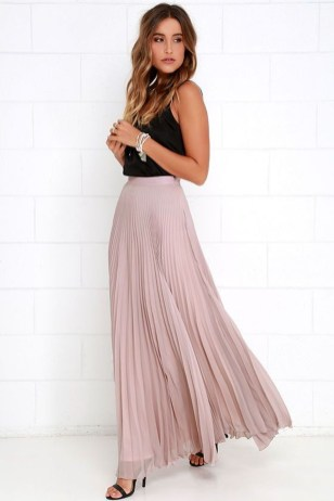 Cute Maxi Skirt Outfits To Impress Everybody21