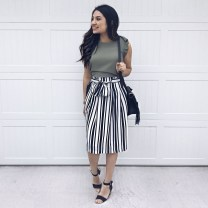 Modest But Classy Skirt Outfits Ideas Suitable For Fall27