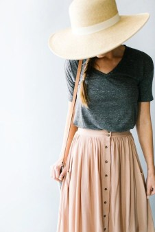 Modest But Classy Skirt Outfits Ideas Suitable For Fall47