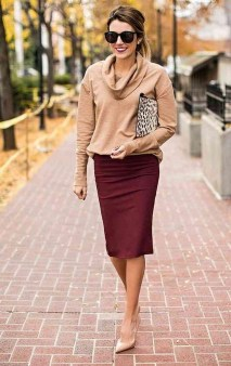 Modest But Classy Skirt Outfits Ideas Suitable For Fall48